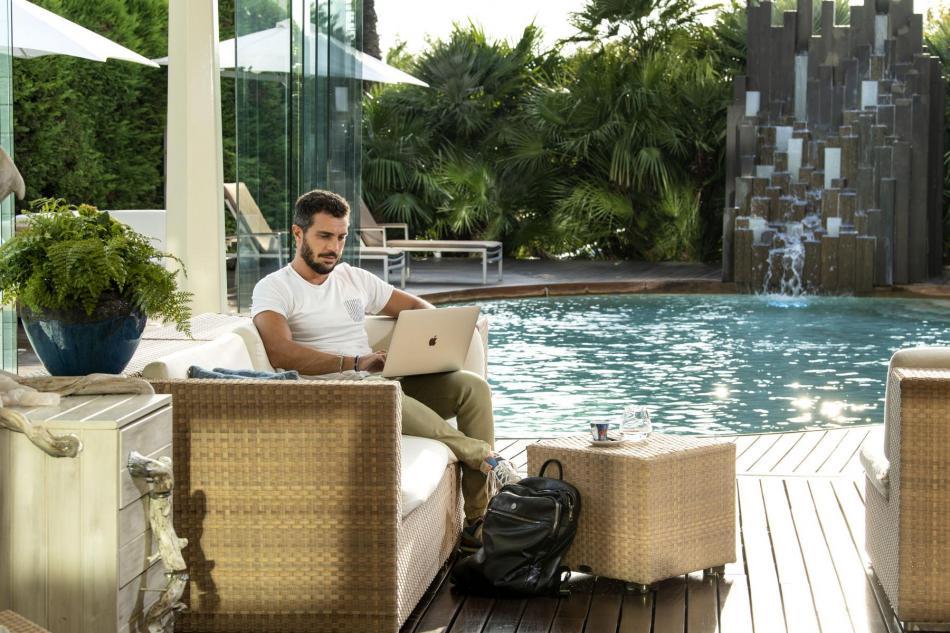 pools_-_le_piscine_color_hotel_bardolino_garda,1398.jpg?WebbinsCacheCounter=1